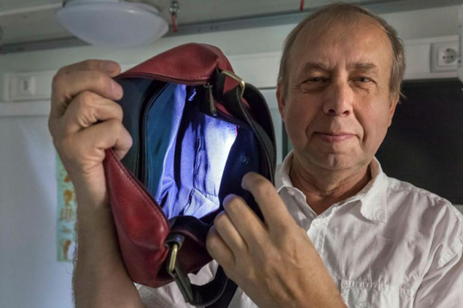 Ein Traum für alle Frauen: Harald Leitl (60) hat die leuchtende Handtasche erfunden - mit Licht im Futter auf Knopfdruck.