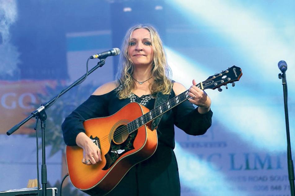 Multi-Instrumentalistin Anne de Wolff (47), in Dresden geboren und beim Heimspiel gefeiert.