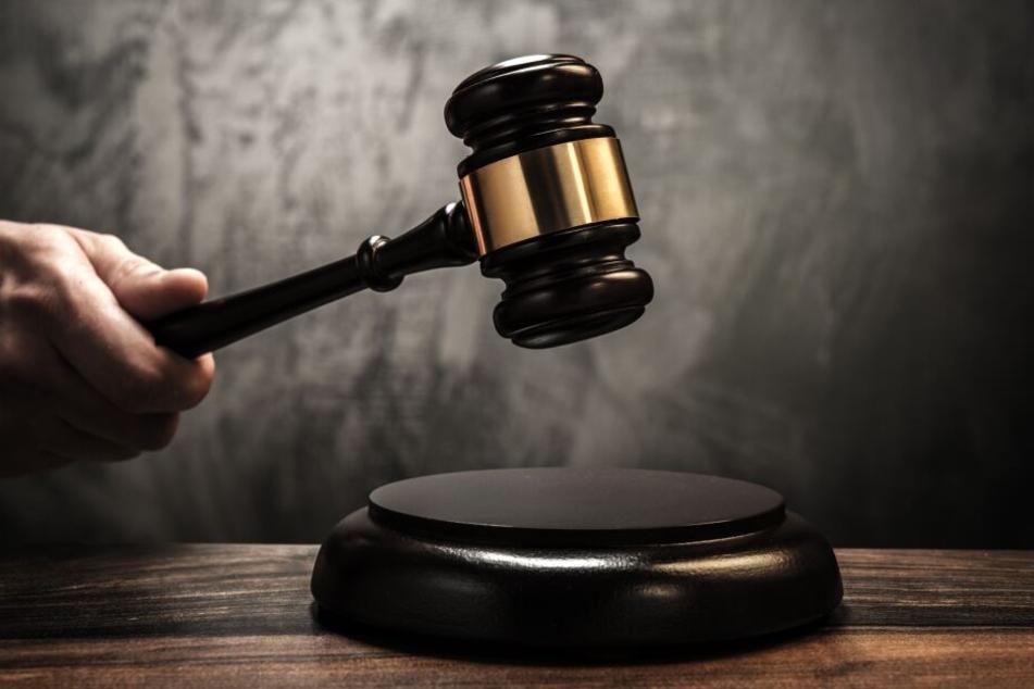 Das Gericht verhängte eine Haftstrafe gegen den Mann, auch um damit ein Zeichen zu setzen. (Symbolbild)