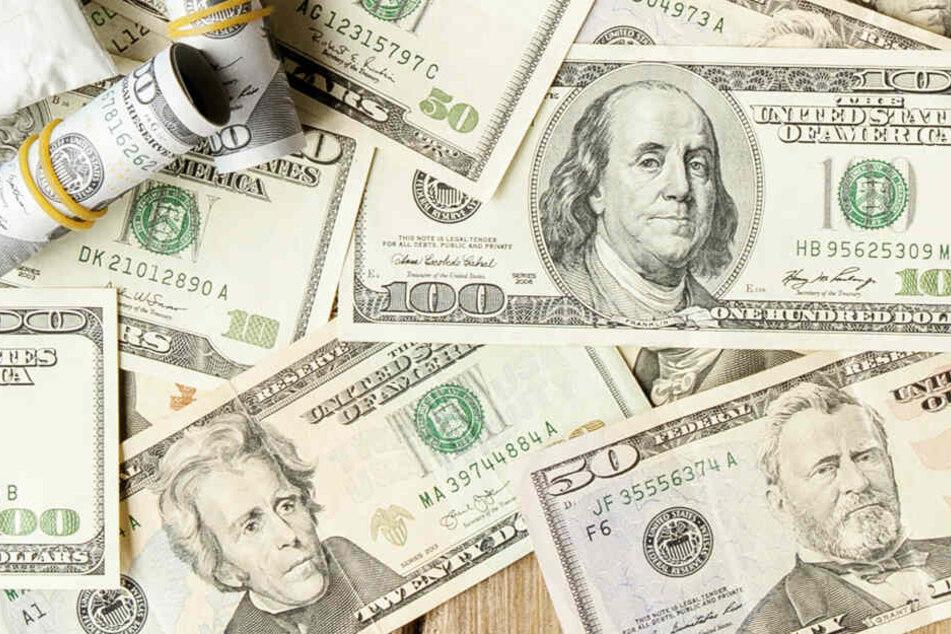 An Heiligabend wurden in Amerika einige Tausend US-Dollar verschenkt - mal mehr, mal weniger legal.