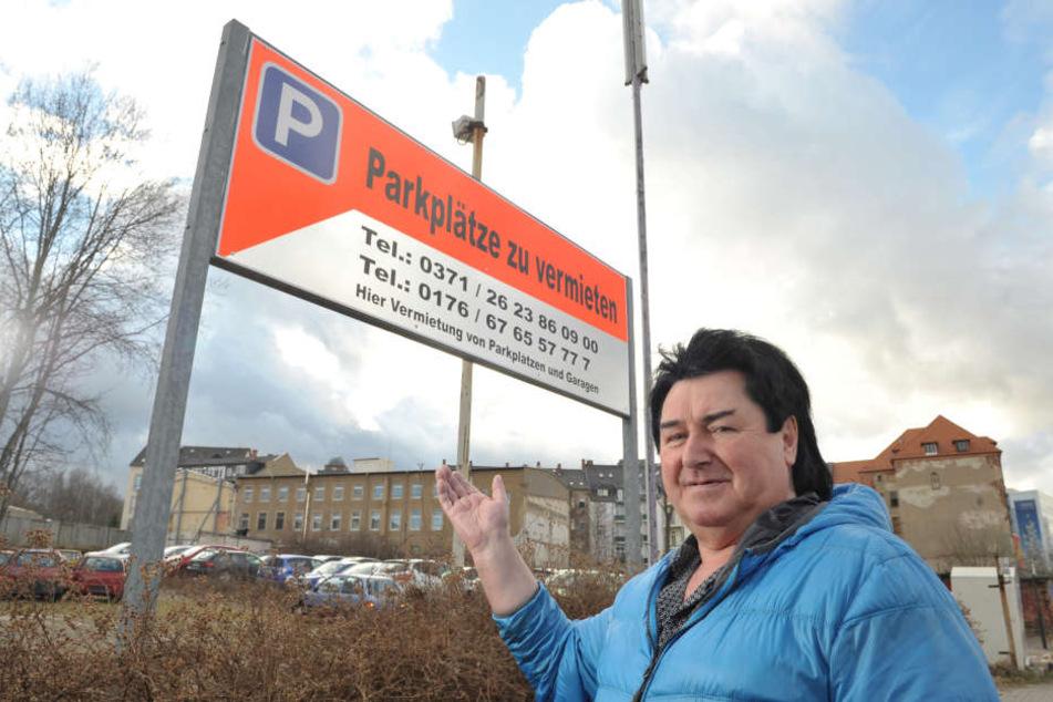 100 Pkw-Stellplätze an der Uferstraße - fünf Minuten vom Stadtzentrum  entfernt - vermietet ab sofort Frank Krause (65).