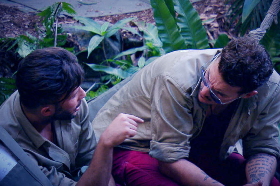 Domenico schüttet Mit-Camper Chris sein Herz aus.