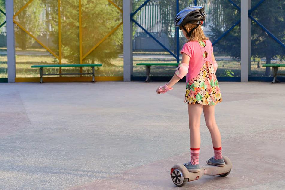Das Fahren von Hoverboards in Parks und auf Gehwegen ist verboten. (Symbolbild)