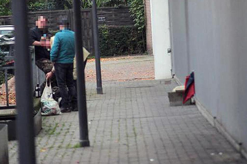 Obwohl das Verbot seit dem 1. Oktober gilt, sind immer noch Trinker in der Stadt unterwegs.