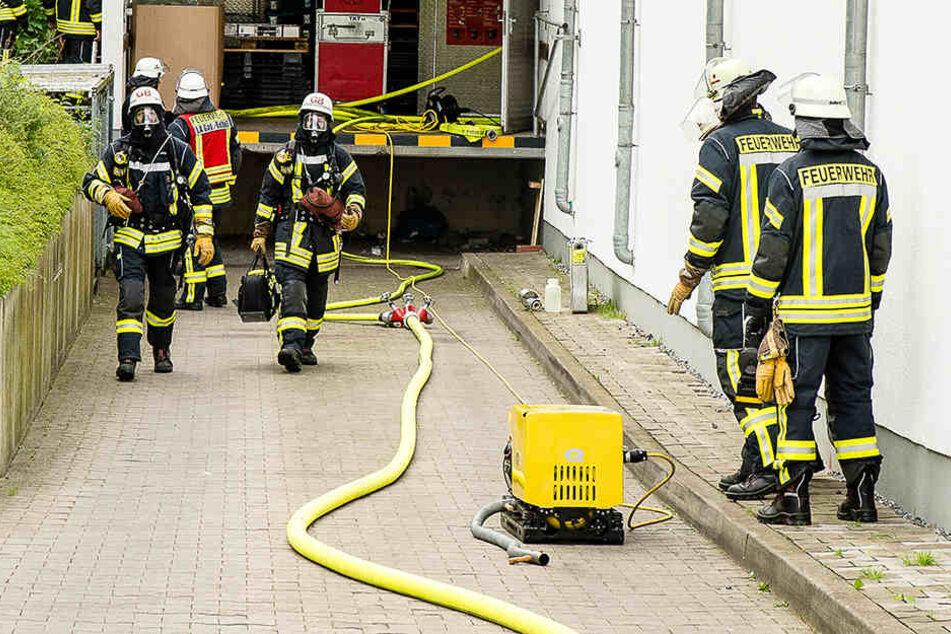 Die Ursache für den Einsatz war ein Kabelbrand an der Eistruhe.