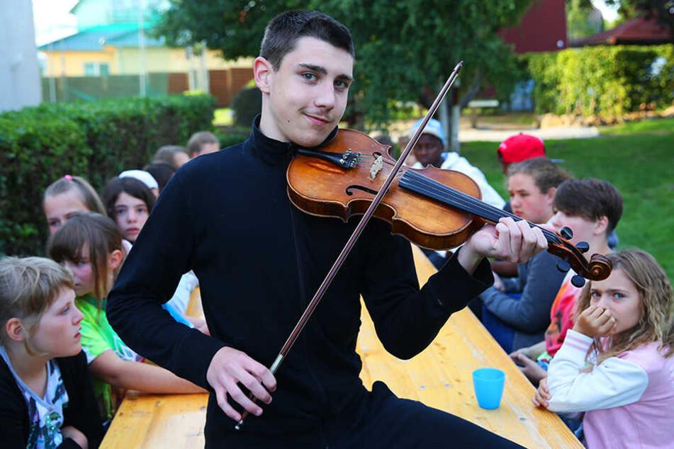 Geiger Köváribence (14) brachte ein Stück klingende Folklore aus Ungarn nach Sachsen.