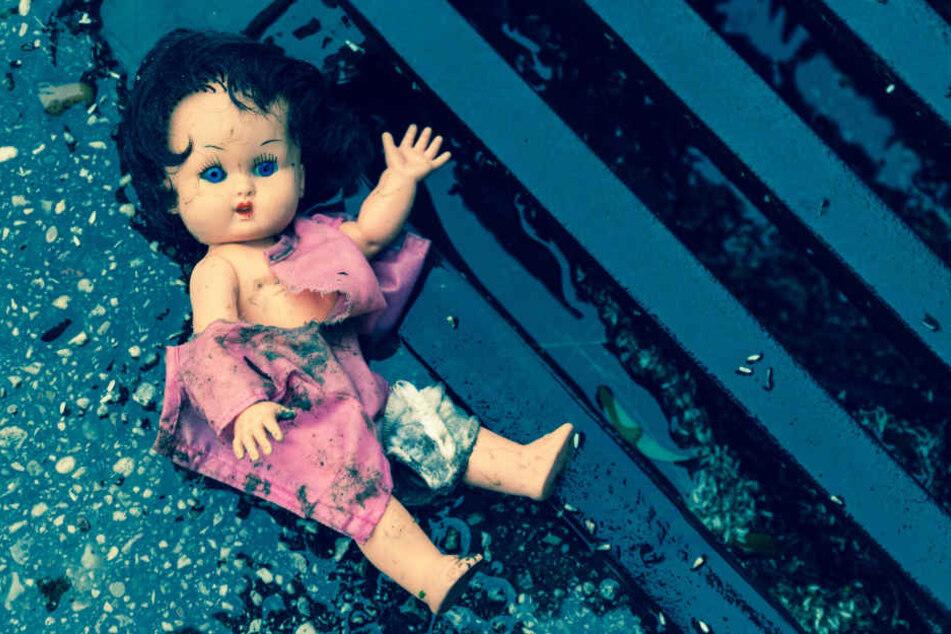 Die Tochter erlitt durch die Attacke ihres Vaters einen elf Zentimeter lange Fraktur. (Symbolbild)
