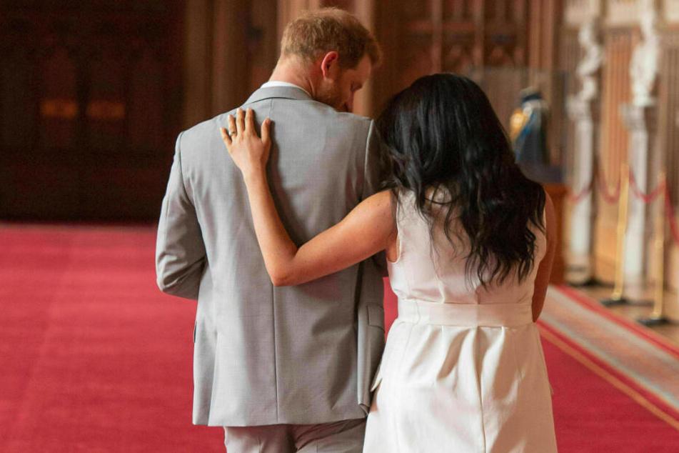 """Der britische Prinz Harry und seine Frau, Herzogin Meghan, werden sich nicht länger """"Königliche Hoheit"""" nennen."""