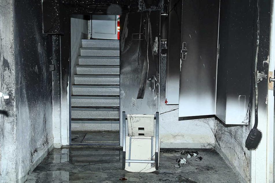 Der zweite Brand sorgte für weitere, massive Brandschäden und Verrußungen im Wohnhaus.