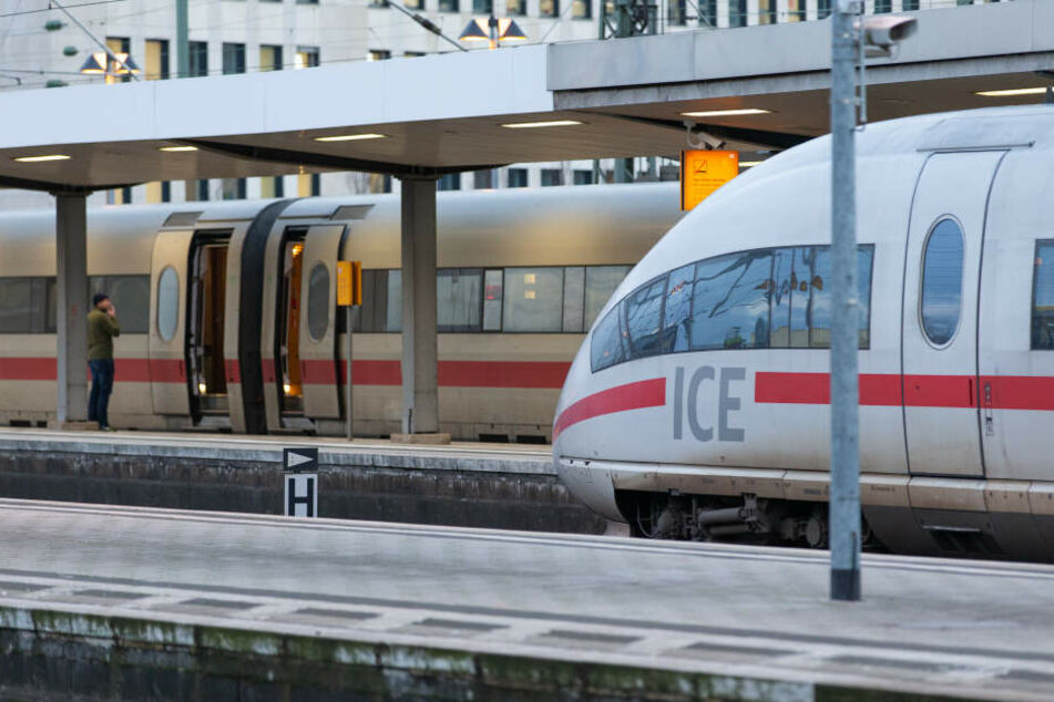 Züge am Bielefelder Bahnhof.