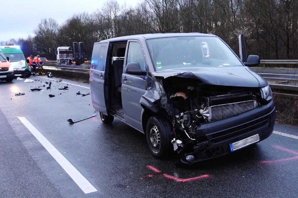 An diesem Wagen entstand durch den Aufprall schwerer Schaden.