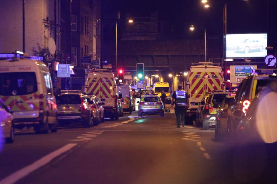 Am Finsbury Park fuhrt der weiße Lieferwagen in Menschen, die gerade vom Nachtgebet in einer Moschee kamen.