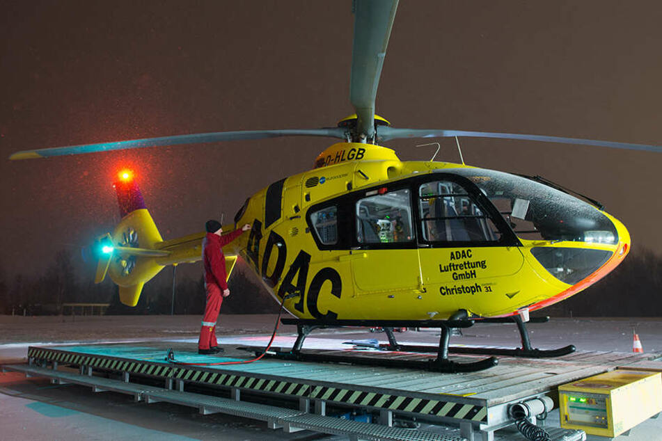 Die Hubschrauberbesatzung sah gegen 0:30 Uhr das Licht der Taschenlampe, die der Radfahrer dabei hatte.