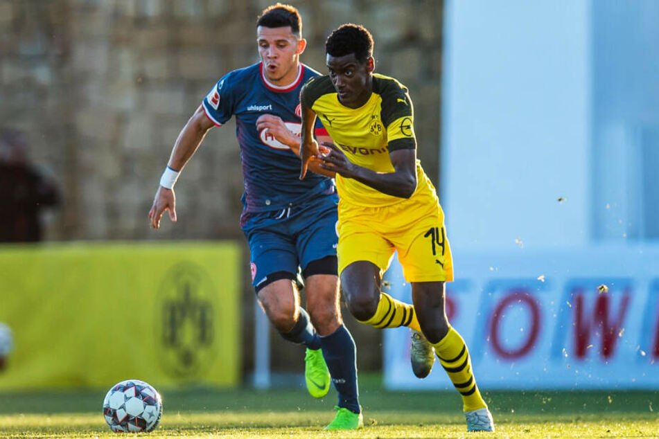 Alexander Isak (r.) konnte sich bei Borussia Dortmund nicht durchsetzen.