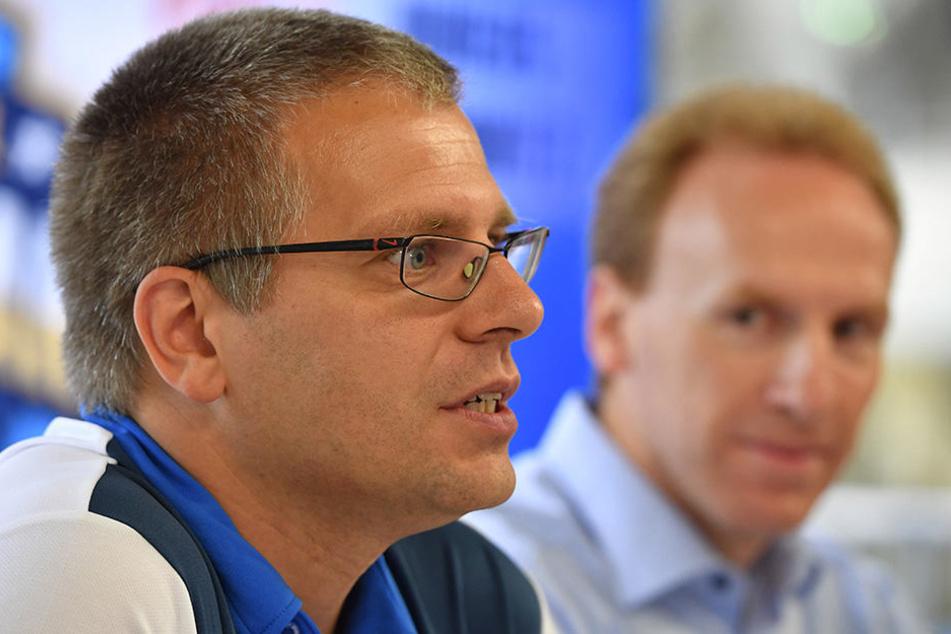 Titans-Geschäftsführer Peter Krautwald (vorn) erläutert die Planungen.