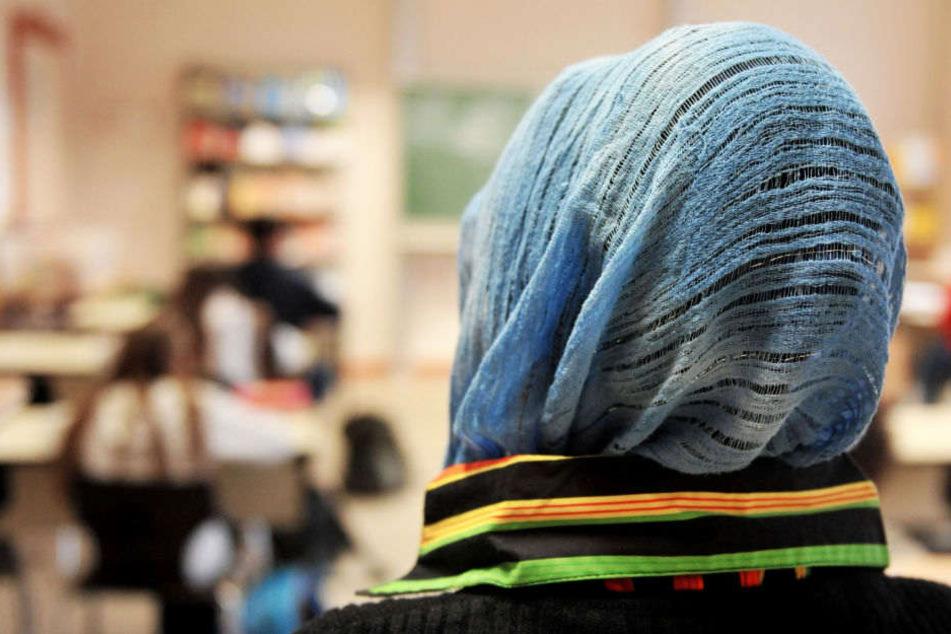 Kopftuchverbot an Grundschule: Lehrerin wehrt sich