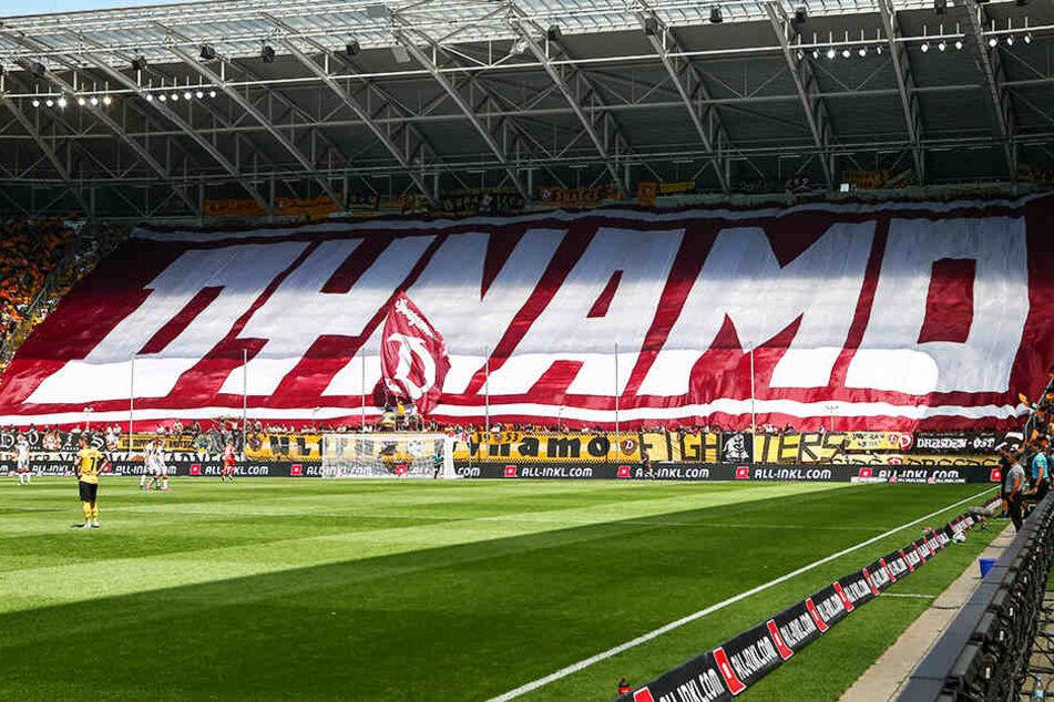 Über 30.000 Fans passen ins Rudolf-Harbig-Stadion und machen jedes Heimspiel zum Fest. Über das Dreifache der Zahl verfolgt die SGD auf Twitter. Die Reichweite der Dynamo-Tweets ist daher enorm.