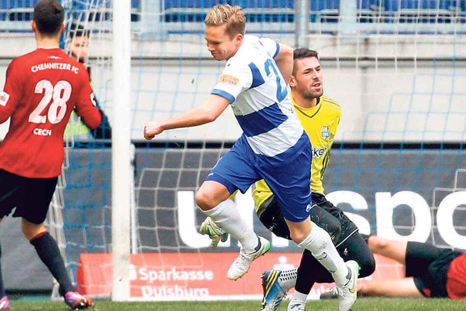 Dennis Grote kam am 7. Februar 2015 in der 19. Minute aufs Feld und erzielte innerhalb von 13 Minuten zwei Tore für den MSV gegen Chemnitz. Hier bejubelter seinen ersten Treffer.