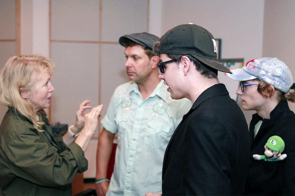 Annette Humpe erklärte den Sängern, wie sie vorgehen müssen.