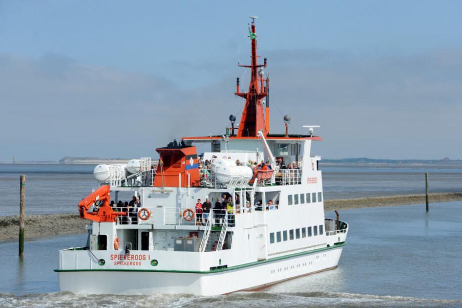 Die Fähre blieb kurz nach ihrer Abfahrt von der Nordsee-Insel Spiekeroog im Schlick stecken. (Symbolbild)