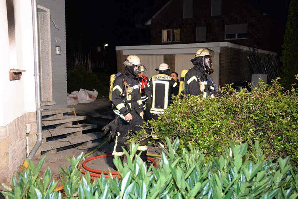 Kind spielt mit Feuer: Zeuge rettet Familie bei Zimmerbrand das Leben
