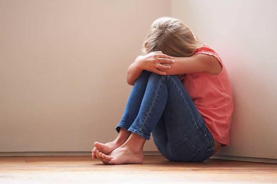 Das Mädchen soll von ihrem Vater misshandelt und sexuell missbraucht worden sein (Symbolfoto).