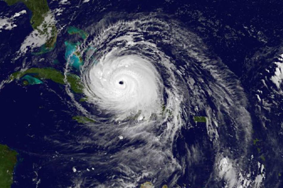"""Ein Satellitenbild zeigt Hurrikan """"Irma"""" über den Bahamas. In der Karibik richtete der Sturm schreckliche Zerstörung an."""