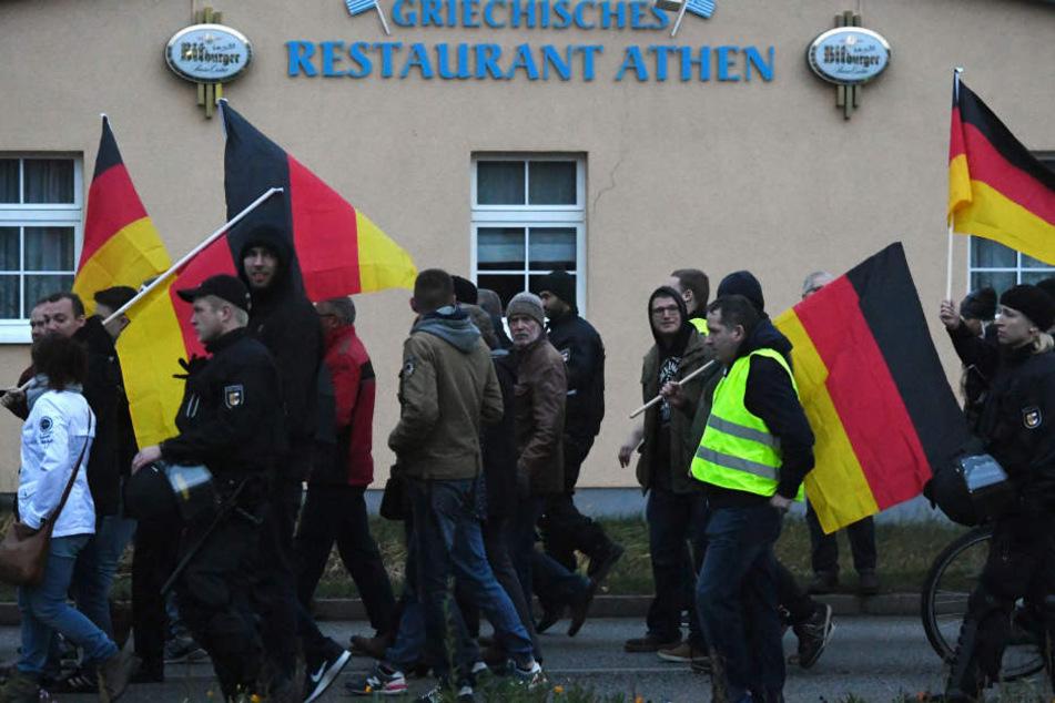 AfD-Anhänger bei einer Demonstration gegen den Migrationspakt in Hessen.