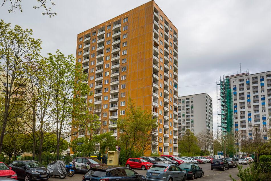 Das Hochhaus am Jacob-Winter-Platz soll in diesem Jahr saniert werden.