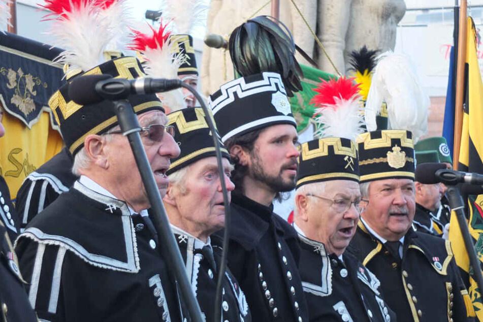Der Knappenchor Zwickau singt das Steigerlied mit originalem Text. Die ergebirgische Version soll Kulturerbe werden.