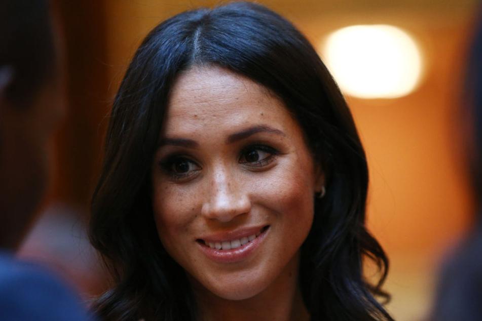 Meghan Markle hat auch nach mehr als einem Monat als Herzogin im britischen Königshaus noch Probleme mit dem royalen Protokoll.