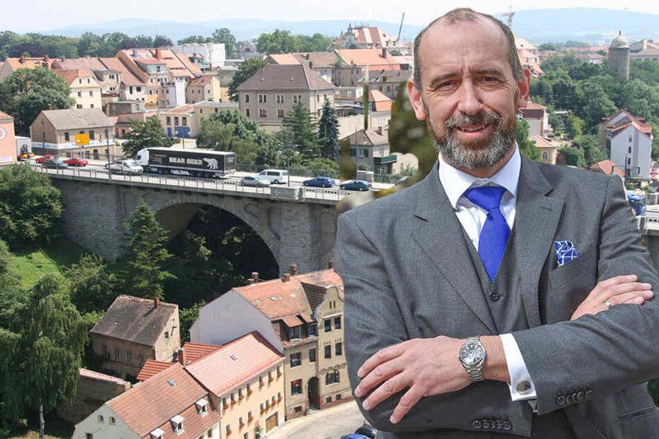 Pro Neonazi einen Euro. Den Erlös will OB Alexander Ahrens (51) spenden.