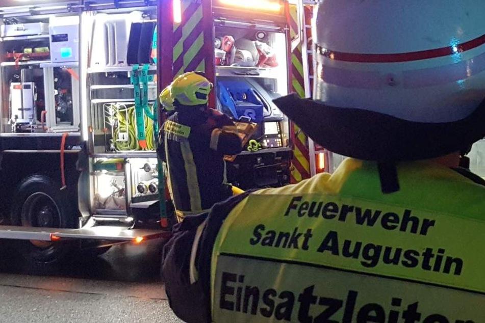 Insgesamt 120 Einsatzkräfte sind vor Ort in Buisdorf.