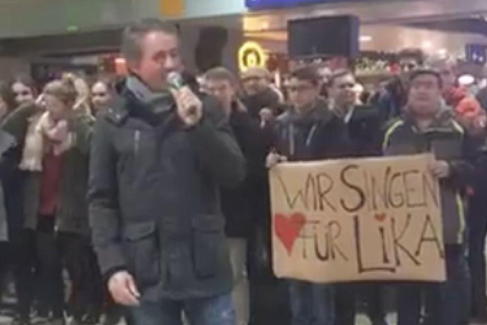 Nach Anschlag: Chor singt für Brandopfer Lika (14) am Kölner Hauptbahnhof