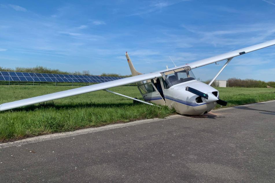Bei dem Unfall wurde das Bugrad des Kleinflugzeugs abgerissen.