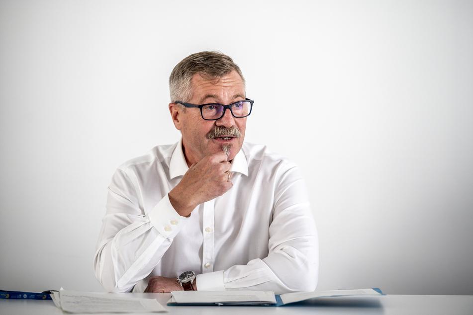Ordnungsbürgermeister Miko Runkel (59, parteilos) könnte bei weiter steigenden Fallzahlen den Weihnachtsmarkt abblasen.