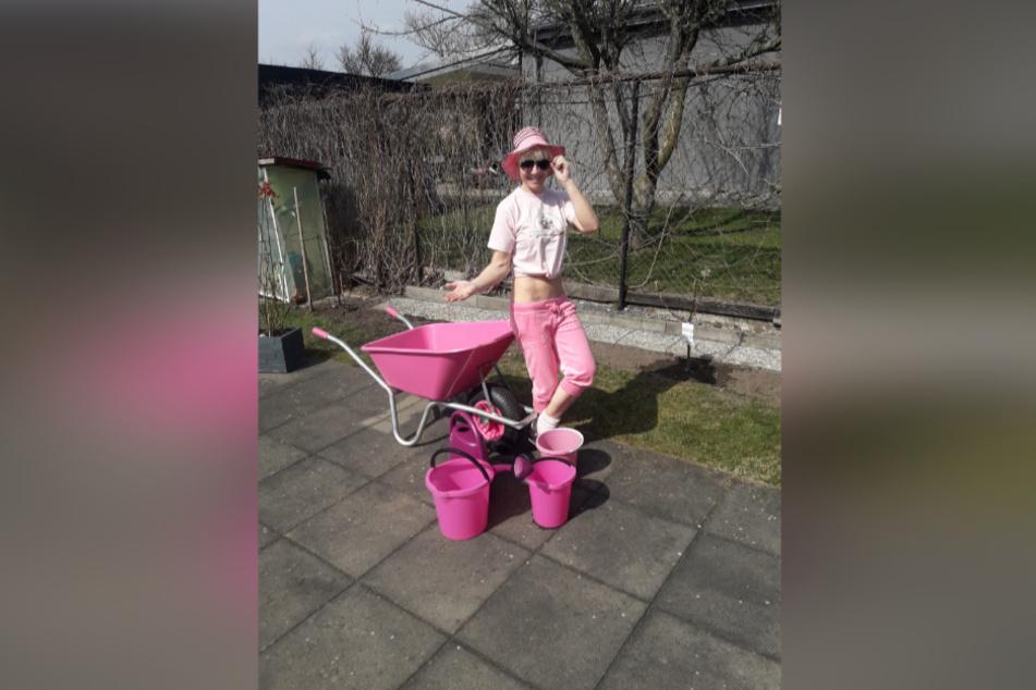 Musik-Artistin Carmen Schlese (45) kombiniert ihr Krafttraining mit Gartenarbeit.