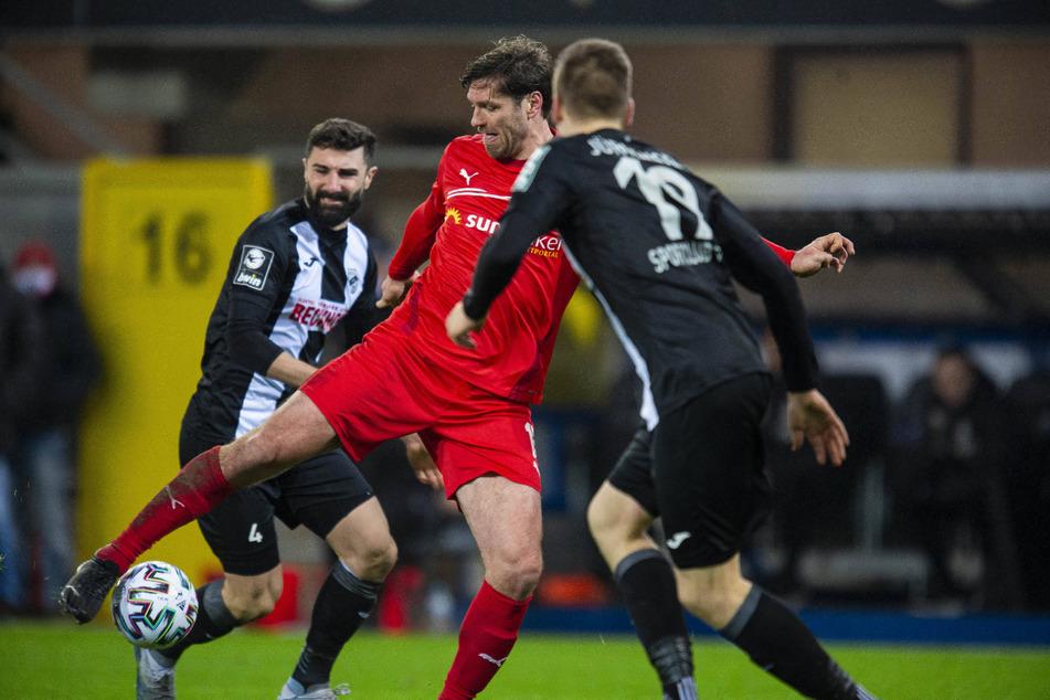 Beim 1:1 in Verl erzielte Ronny König (37, M.) den Ausgleichstreffer für Zwickau und damit sein 50. Drittliga-Tor für den FSV.