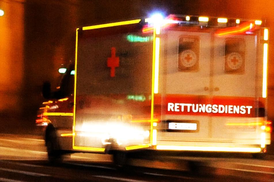 Auto landet in Bachbett: Fahrer (35) bei Unfall schwer verletzt