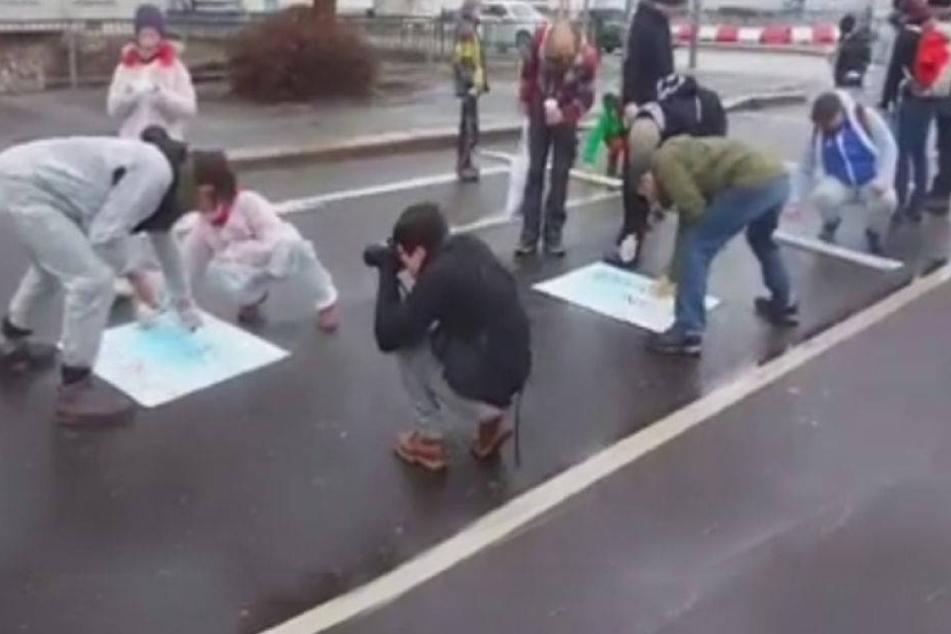 Linke sprayen Straßen mit diesen Botschaften voll