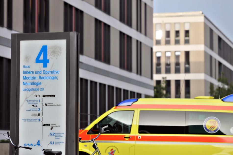 Die Unikliniken in Leipzig und Dresden haben eine hohe Bereitschaft ihres Personal registriert, sich gegen das Coronavirus impfen zu lassen. An der Uniklinik soll es mehr Anfragen nach Impfterminen geben, als derzeit angeboten werden können.