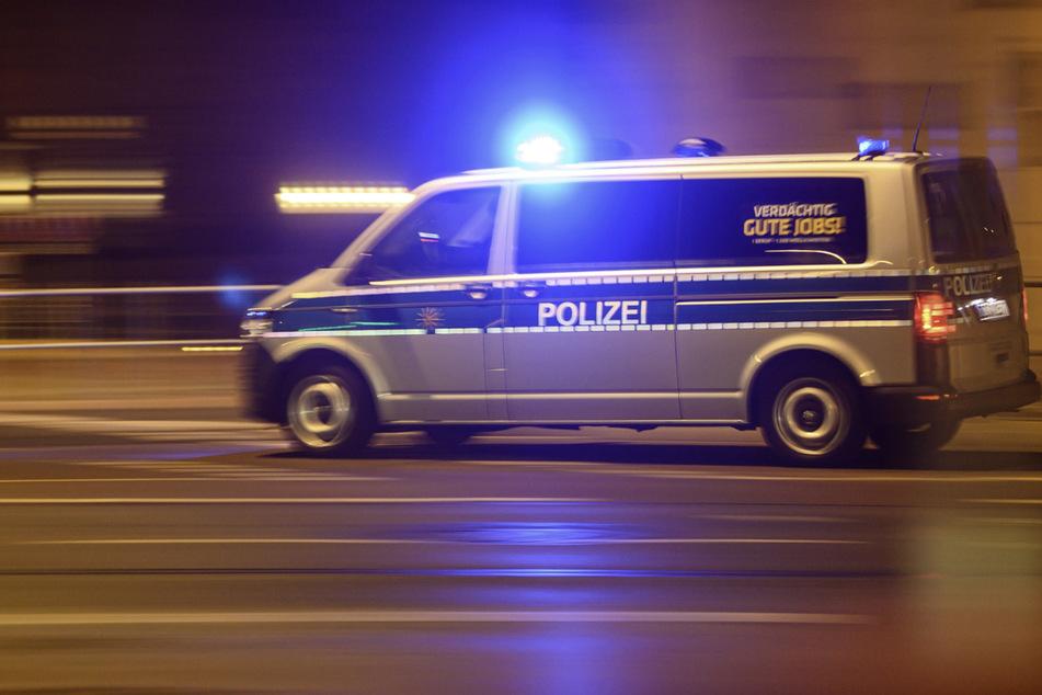 Die Polizei lieferte sich in der Nacht zum Freitag eine Verfolgungsjagd mit einem VW Touran. (Symbolbild)