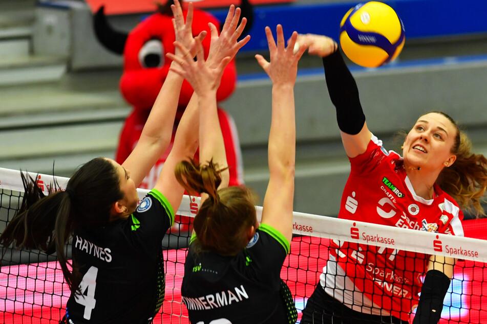 DSC-Ass Maja Storck (22) schlägt hier perfekt am Aachener Block vorbei. Kann sie heute auch gegen Potsdam ihre Klasse ausspielen?