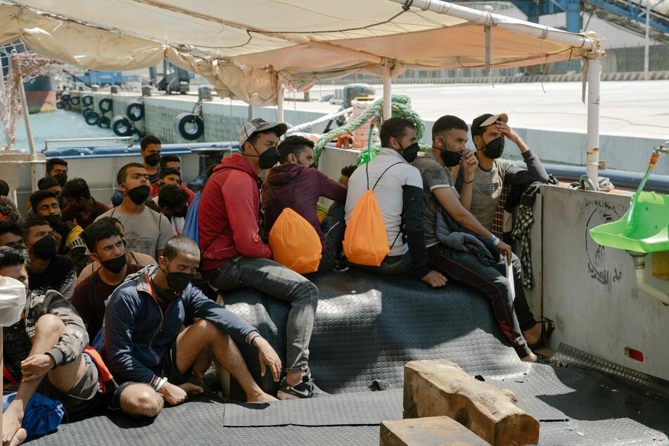 """Wenige Tage nach ihrer Ankunft mit dem Rettungsschiff """"Sea-Watch 3"""" in Sizilien sind 28 von 211 Migranten an Bord positiv auf das Coronavirus getestet worden."""