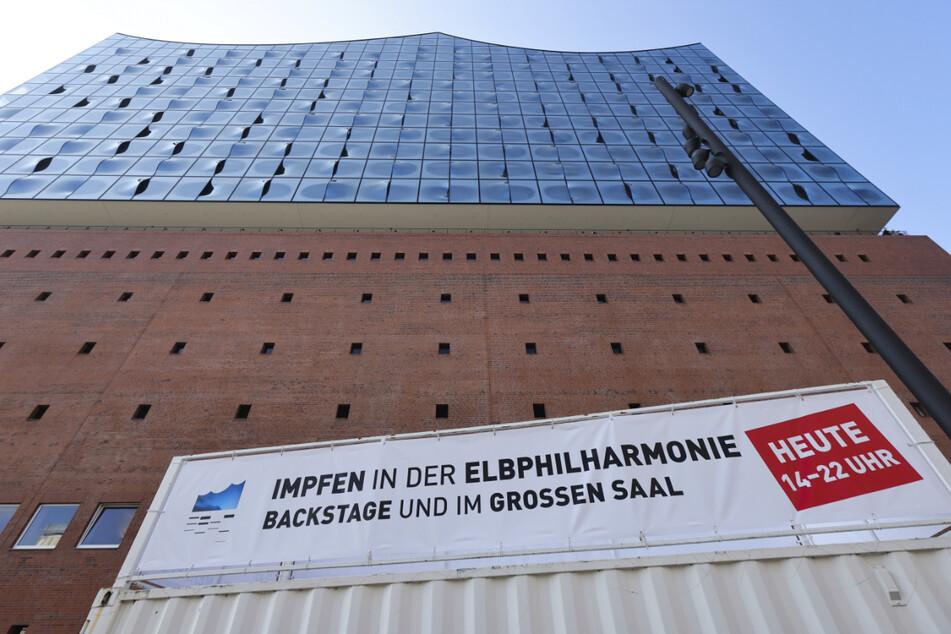 Die Hamburger Elbphilharmonie wird am Montag wieder zum Impfzentrum.