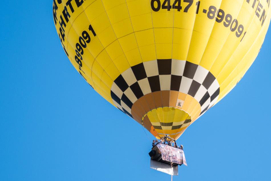 """Künstler geben """"Ballonkonzert"""" mit wichtiger Botschaft"""