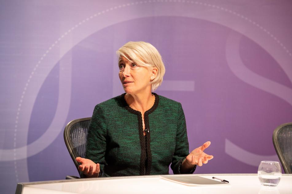 """""""Years and Years"""": Die provokante Populistin Vivienne Rook (Emma Thompson, 61) gewinnt an Einfluss und sorgt im Live-TV für einen Skandal."""