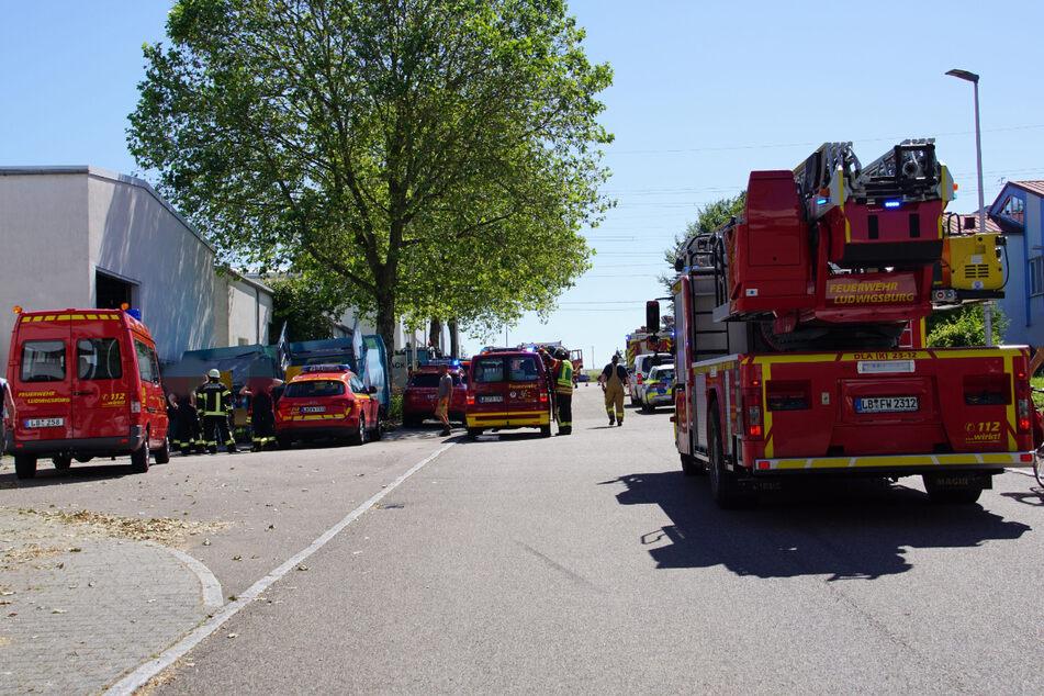 Einsatzkräfte am Vormittag im Freiberger Ortsteil Beihingen.