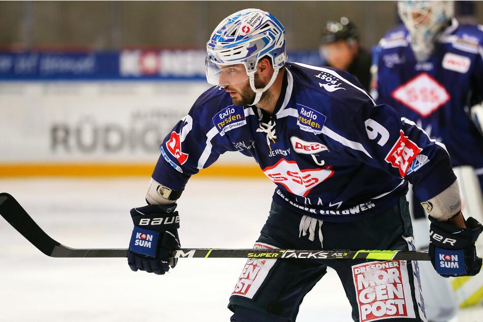 """Jordan Knackstedt trug nicht nur beim letzten Härtetest das """"C"""" auf der Brust. Der Deutsch-Kanadier ist auch weiter der Eislöwen-Kapitän."""