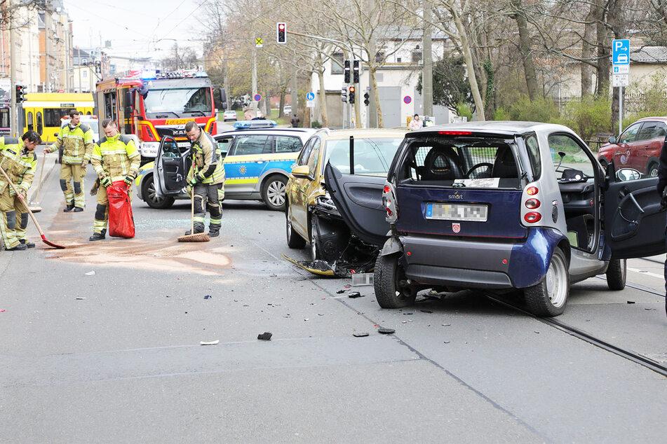 Die Unfallstelle wurde von Polizei und Feuerwehr gesperrt.